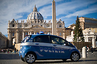Vatican City, Vatican, November 22, 2015. Italian police  patrol St. Peter's Square on the occasion of the Pope Francis' Angelus noon prayer. Intelligence services have warned the Vatican that it could be the next target for Islamist terrorists after last week's attacks in France have prompted alarm in Rome.