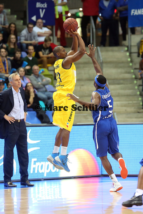 Rickey Paulding (EWE) gegen Dawan Robinson (Skyliners) - Fraport Skyliners vs. EWE Baskets Oldenburg, Fraport Arena Frankfurt