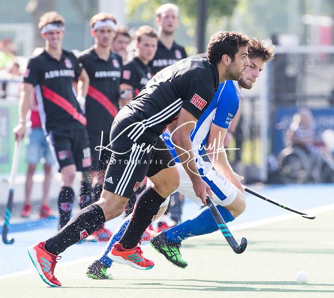 UTRECHT - Lars Balk (Kampong) met Valentin Verga (A'dam)   tijdens   de finale van de play-offs om de landtitel tussen de heren van Kampong en Amsterdam (3-1). Kampong kampioen van Nederland. COPYRIGHT  KOEN SUYK