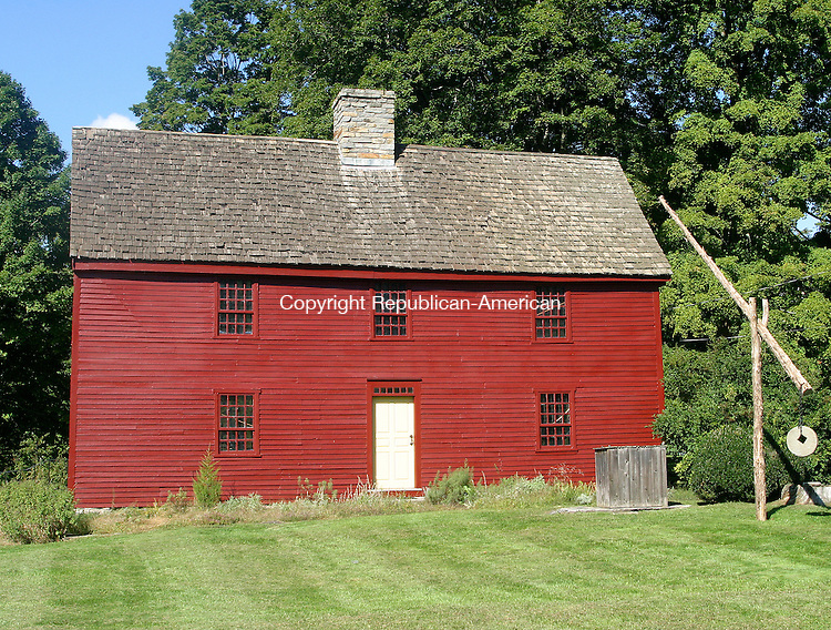 WOODBURY, CT -20 SEPTEMBER 2008 20_NEW_091908DA08.jpg- A photo of the Hurd House (circa.1680) in Woodbury for WHATS IN A NAME.<br /> Darlene Douty/Republican-American