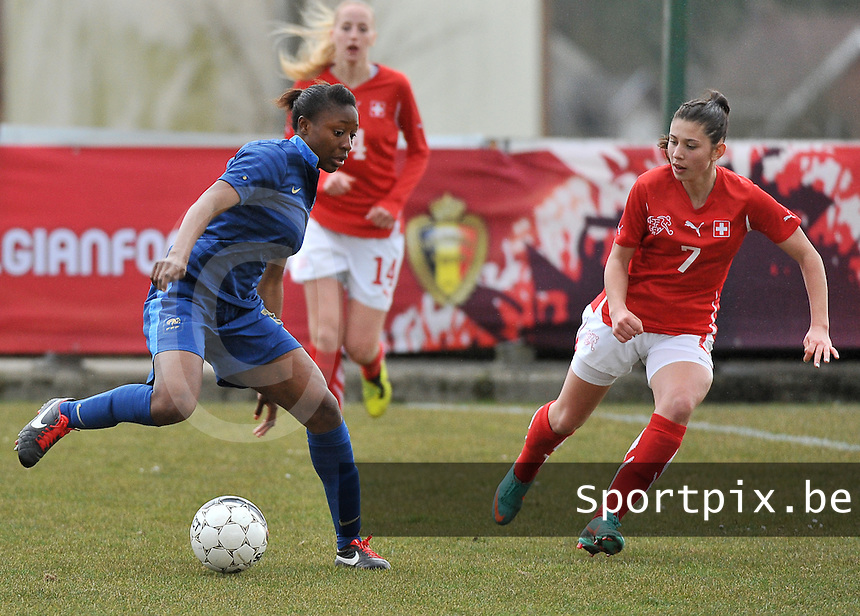 Switzerland U19 - France U19 : Kadidiatou Diani on the ball before Swiss Carmen Pulver (7).foto DAVID CATRY / Nikonpro.be