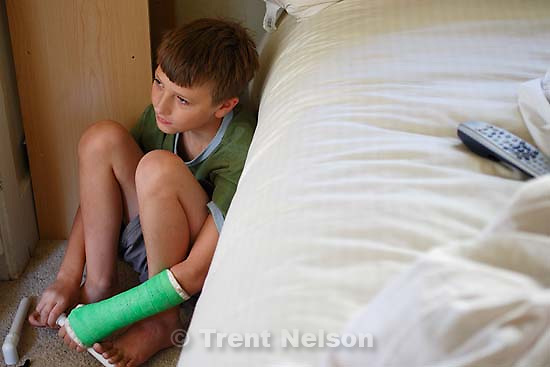 noah nelson with broken arm in cast,; 8.13.2006<br />