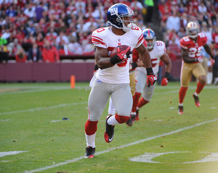 VICTOR CRUZ, of the New York Giants, in action during the Giants game against the San Francisco 49ers on November 13, 2011 at Candlestick Park in San Francisco, CA. The 49ers beat the Giants 27-20.