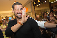SAO PAULO, SP. 04.02.2014. LANCAMENTO IPHONE - NEXTEL. O ator Cauã Reymond durante coquetel de lançamento do iPhone na loja da Nextel, no shopping Ibirapuera (foto: Adriana Spaca/ Brazil Photo Press)