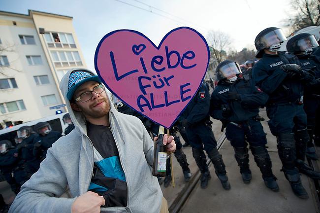 Mehrere tausend Menschen protestierten am Samstag den 18. Januar 2014 in Magdeburg gegen eine Demonstration von ca. 700 Neonazis. Die Nazis demonstrierten in Gedenken an die Bombardierung von Magdeburg am 16.1.1945 durch die Alliierten.<br />Die Polizei verhinderte erfolgreich alle Blockadeversuche der Gegendemonstranten. Daf&uuml;r waren Polizeieinheiten aus Berlin, Niedersachsen, Sachsen und Hessen nach Magdeburg beordert worden.<br />18.1.2014, Magdeburg<br />Copyright: Christian-Ditsch.de<br />[Inhaltsveraendernde Manipulation des Fotos nur nach ausdruecklicher Genehmigung des Fotografen. Vereinbarungen ueber Abtretung von Persoenlichkeitsrechten/Model Release der abgebildeten Person/Personen liegen nicht vor. NO MODEL RELEASE! Don't publish without copyright Christian-Ditsch.de, Veroeffentlichung nur mit Fotografennennung, sowie gegen Honorar, MwSt. und Beleg. Konto:, I N G - D i B a, IBAN DE58500105175400192269, BIC INGDDEFFXXX, Kontakt: post@christian-ditsch.de<br />Urhebervermerk wird gemaess Paragraph 13 UHG verlangt.]