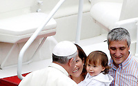 Papa Francesco saluta una bambina al termine di una messa con i catechisti in Piazza San Pietro, Citta' del Vaticano, 29 settembre 2013.<br /> Pope Francis greets a child at the end of a mass with catechists in St. Peter's Square, Vatican, 29 September 2013.<br /> UPDATE IMAGES PRESS/Riccardo De Luca<br /> <br /> STRICTLY ONLY FOR EDITORIAL USE