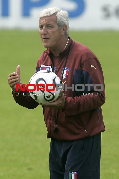 Italy National Football Team Training Camp Duisburg <br /> Italienische Nationalmannschaft Trainingslager in Duisburg<br /> <br /> <br />  Trainer Coach Marcello Lippi<br /> <br /> <br /> Foto: nordphoto