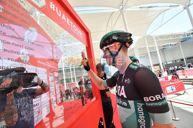 Sam Bennett (IRL) Bora-Hansgrohe signs on before the start of Stage 3 of the 2019 UAE Tour, running 179km form Al Ain to Jebel Hafeet, Abu Dhabi, United Arab Emirates. 26th February 2019.<br /> Picture: LaPresse/Massimo Paolone | Cyclefile<br /> <br /> <br /> All photos usage must carry mandatory copyright credit (© Cyclefile | LaPresse/Massimo Paolone)