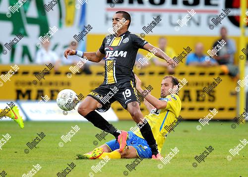 2014-07-26 / Voetbal / seizoen 2014-2015 / KVC Westerlo - Sporting Lokeren / Maxime Annys (Westerlo) met de tackle op Sergio Junior Dutra<br /><br />Foto: mpics.be