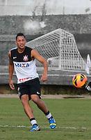SAO PAULO, SP, 07 JUNHO DE 2013 - TREINO DO CORINTHIANS -Ralf jogador do Corinthians durante treino na tarde desta sexta-feira, 07 no CT Joaquim Grava regiao leste da cidade de Sao Paulo. FOTO: VANESSA CARVALHO - BRAZIL PHOTO PRESS.