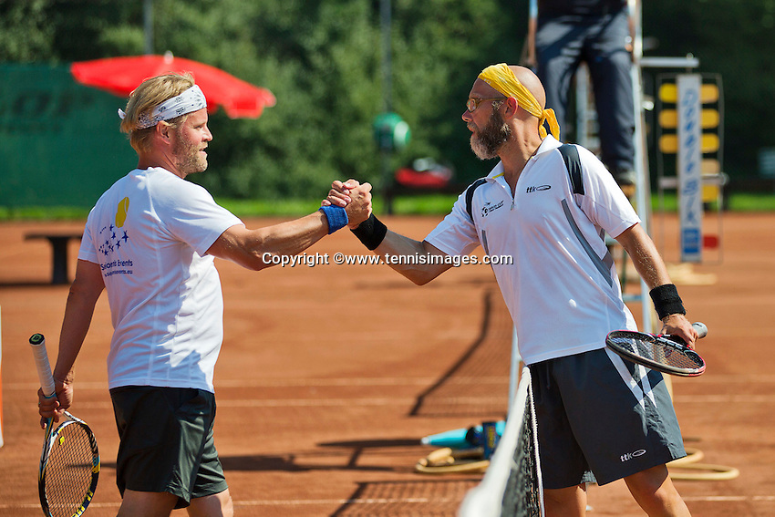 Netherlands, Amstelveen, August 23, 2015, Tennis,  National Veteran Championships, NVK, TV de Kegel,  Final men's 40+, Jeroen Bok (R) is congratulated by Taavi Suorsa<br /> Photo: Tennisimages/Henk Koster