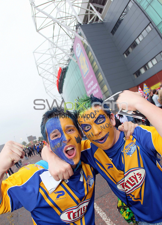 PICTURE BY VAUGHN RIDLEY/SWPIX.COM - Rugby League - Super League Grand Final 2007 - St. Helens Saints v Leeds Rhinos - Old Trafford, Manchester, England - 13/10/07...Copyright - Simon Wilkinson - 07811267706..Leeds Fans, Supporters.