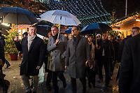 Offizielle Eroeffnung des Berliner Weihnachtsmarkt am Breitscheidplatz am Abend des 27. November 2017 durch den Regierenden Buergermeister Michael Mueller.<br /> Nach dem LKW-Anschlag am 19. Dezember 2016 findet der Weihnachtsmarkt unter verschaerften Sicherheitsvorkehrungen statt. So wurden Beton-Barrieren um den Weihnachtsmarkt aufgestellt und mehr Polizeistreifen sind zum Schutz der Besucher unterwegs.<br /> Im Bild vlnr.: ??; Michael Roden, Vorsitzender des Schaustellerverbands Berlin e.V.; Buergermeister Michael Mueller; Innensenator Andreas Geisel; ??; Klaus-Juergen Meier, Vorstandvorsitzenden der AG City e.V. am Gedenkort fuer die Opfer des Anschlag. Rechts: Pfarrer Martin Germer haelt eine kurze Rede.<br /> 27.11.2017, Berlin<br /> Copyright: Christian-Ditsch.de<br /> [Inhaltsveraendernde Manipulation des Fotos nur nach ausdruecklicher Genehmigung des Fotografen. Vereinbarungen ueber Abtretung von Persoenlichkeitsrechten/Model Release der abgebildeten Person/Personen liegen nicht vor. NO MODEL RELEASE! Nur fuer Redaktionelle Zwecke. Don't publish without copyright Christian-Ditsch.de, Veroeffentlichung nur mit Fotografennennung, sowie gegen Honorar, MwSt. und Beleg. Konto: I N G - D i B a, IBAN DE58500105175400192269, BIC INGDDEFFXXX, Kontakt: post@christian-ditsch.de<br /> Bei der Bearbeitung der Dateiinformationen darf die Urheberkennzeichnung in den EXIF- und  IPTC-Daten nicht entfernt werden, diese sind in digitalen Medien nach §95c UrhG rechtlich geschuetzt. Der Urhebervermerk wird gemaess §13 UrhG verlangt.]