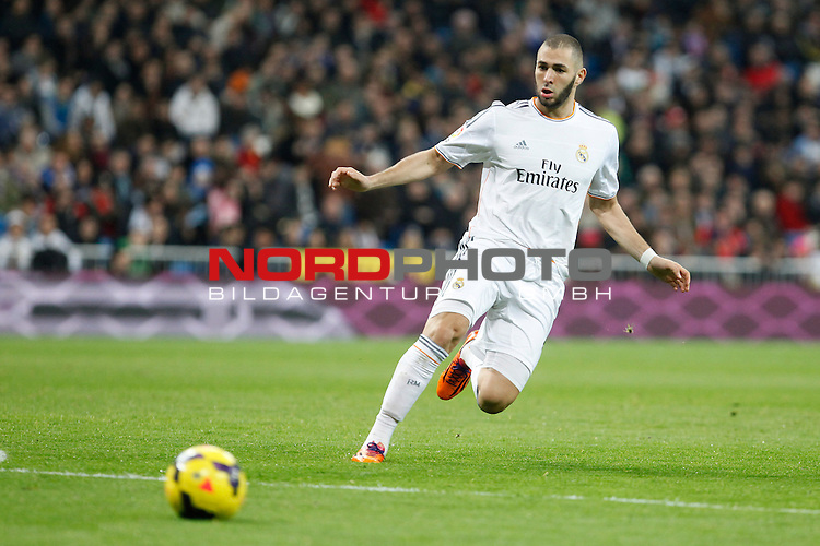 Real Madrid¬¥s Benzema during La Liga match in Santiago Bernabeu stadium in Madrid, Spain. January 06, 2014. Foto © nph / Victor Blanco)