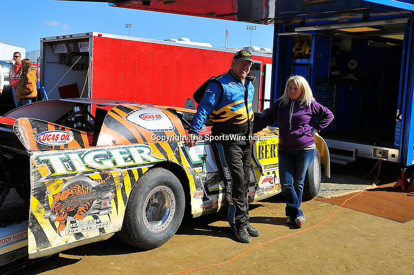 Oct 18, 2009; 1:42:49 PM; Lawrenceburg, IN., USA; The 29th Annual Dirt Track World Championship dirt late models 50,000-to-win event at the Lawrenceburg Speedway.  Mandatory Credit: (thesportswire.net)
