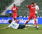 Zweikampf, Duell zwischen Yuya Osako (Werder Bremen) und Elvis Rexhbecaj (1. FC Koeln).<br /><br />Sport: Fussball: 1. Bundesliga:: nphgm001:  Saison 19/20: 34. Spieltag: SV Werder Bremen - 1. FC Koeln, 27.06.2020<br /><br />Foto: Marvin Ibo GŸngšr/GES/Pool/via gumzmedia/nordphoto