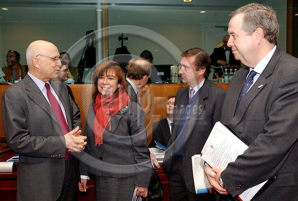 Brussels-Belgium - 10 March 2005---The European Ministers for the Environment meet at the Justus Lipsius, seat of the Council of the EU; here, at the beginning of the meeting: Stavros DIMAS (le), European Commissioner in charge of Environment, Cristina NARBONA RUIZ (2.le), Minister for the Environment of Spain, Cristóbal GONZÁLEZ-ALLER JURADO (2.ri), Ambassador Deputy Permanent Representative of Spain to the EU, and Francisco González BUENDÍA (ri), Minister for the Environment of the Regional Government of the Principality of Asturias---Photo: Horst Wagner/eup-images