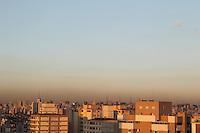 SAO PAULO, SP, 07-02-2014, CLIMA TEMPO. A sexta-feira (7) começa com céu aberto na região do bairro da Mooca, zona leste de São Paulo. Luiz Guarnieri/ Brazil Photo Press.