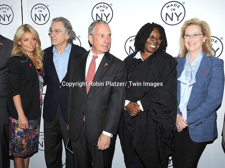 "Kelly Ripa, Robert De Niro, Mayor Michael Bloomberg, Whoopi Goldberg and Meryl Streep attend the ""Made in NY""  Awards at Gracie Mansion on June 4, 2012 in New York City."
