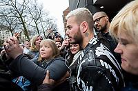 EXCLUSIF :  Matt Pokora est escort&eacute; par ses bodyguards et la police de Bruxelles, alors qu'il est assailli par ses fans &agrave; la sortie de son h&ocirc;tel bruxellois, avant son concert &agrave; Forest National, lors de sa tourn&eacute;e &quot; My Way Tour &quot;.<br /> Belgique, Bruxelles, 19 mars 2017.