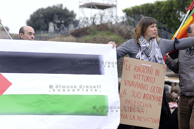 Roma,15 Aprile 2011.Colosseo, Piazza Venezia.Manifestazione in memoria di Vittorio Arrigoni Ucciso nella striscia di Gaza
