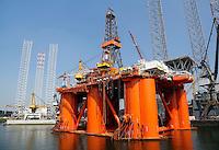 Haven van Rotterdam. Boorplatform Stena Spey
