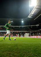 FUSSBALL   1. BUNDESLIGA    SAISON 2012/2013    14. Spieltag   SV Werder Bremen - Bayer 04 Leverkusen                28.11.2012 Aaron Hunt (SV Werder Bremen)auf dem Weg zur Ecke