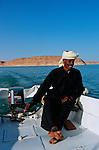 Avec ses sept mètres de long propulsé par un moteur courageux de 40 CV,il faut compter 4 à 5 jours de cabotage pour parcourir les quelques deux cent kilomètres qui séparent notre port d'embarquement de Garf Hussein des célèbres temples d'Abou Simbel.