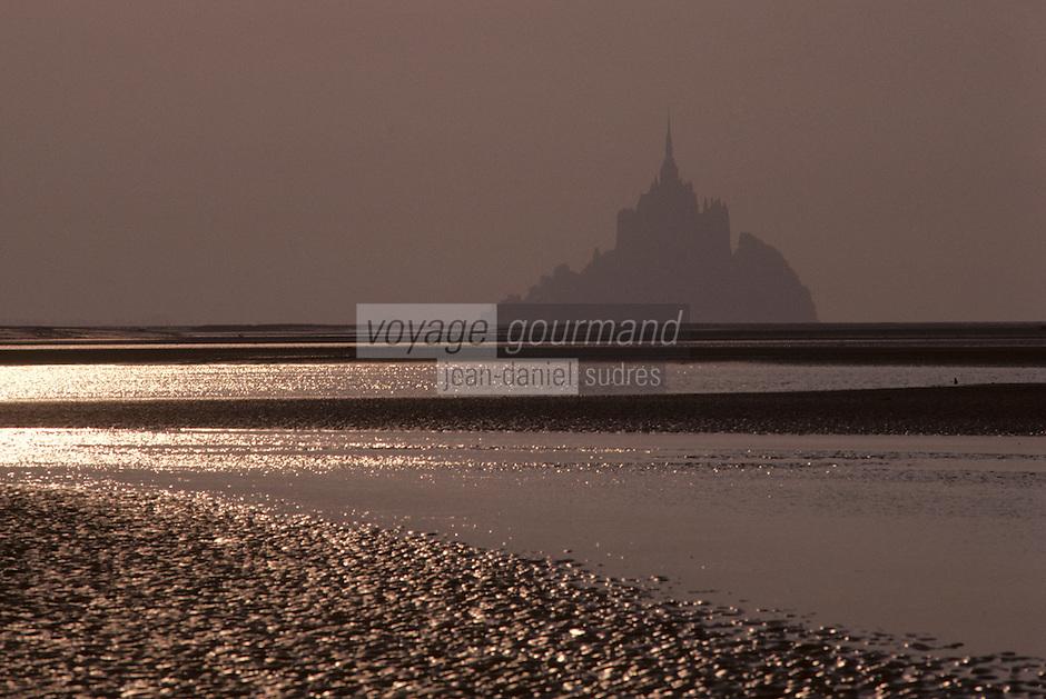 Europe/France/Normandie/Basse-Normandie/50/Manche: Le mont Saint-Michel et sa baie à la lumière du soir