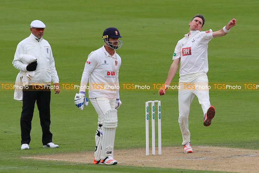 Steve Magoffin in bowling action for Sussex during Sussex CCC vs Essex CCC, Specsavers County Championship Division 2 Cricket at The 1st Central County Ground on 18th April 2016