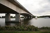 Brug over Eemmeer tussen Huizen en Almere