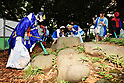 """Cosplayers collaborate with """"Umigomi Zero Project"""" in Tokyo"""