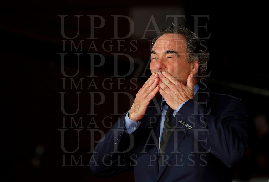 "Il regista statunitense Oliver Stone posa sul red carpet per la presentazione del suo film ""Snowden"" al Festival Internazionale del Film di Roma, 14 ottobre 2016.<br /> U.S. director Oliver Stone poses on the red carpet to present his movie ""Snowden"" during the international Rome Film Festival at Rome's Auditorium, .<br /> UPDATE IMAGES PRESS/Isabella Bonotto"