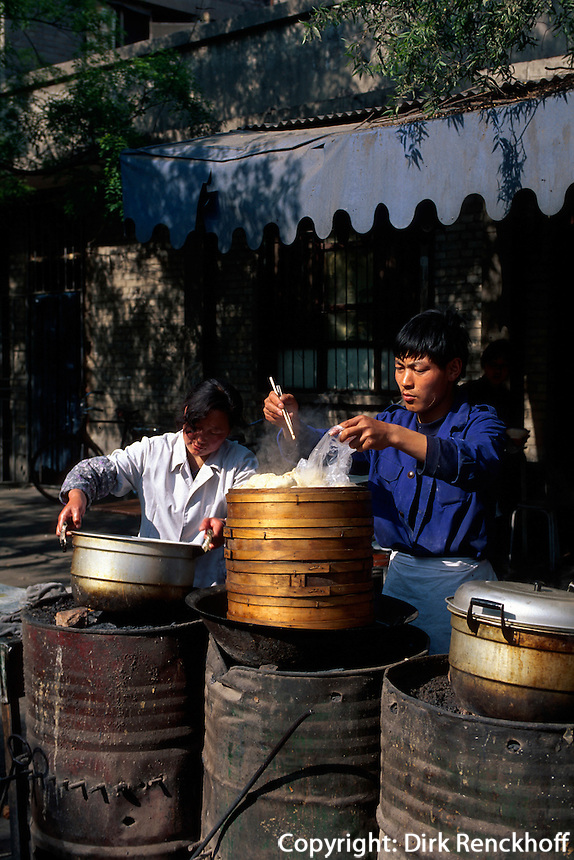 China, Peking, Garküche bei Long Tan Park