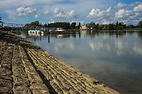 France, Aquitaine, Pyrénées-Atlantiques, Pays Basque, Urt: le port, la Cale  à gradins sur l'Adour    //  France, Pyrenees Atlantiques, Basque Country, Urt
