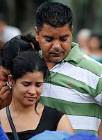 S&Atilde;O PAULO,SP 27 FEVEREIRO 2012 ENTERRO GAROTO JET SKY<br /> Os Pais do garoto Mitchel de Carvalho que morreu no domingo em uma acidente de jet sky em uma represa dentro do Clube N&aacute;utico Tahit durante o enterro realizado na terde de hoje no cemiterio da vila formosa na zona leste.FOTO ALE VIANNA/BRAZIL PHOTO PRESS.