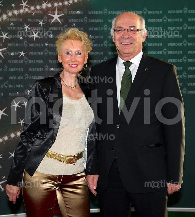 FUSSBALL   1. BUNDESLIGA   SAISON 2011/2012 Weihnachtsfeier Werder Bremen im Restaurant El Mundo am 11.12.2011 Klaus-Dieter Fischer (re) mit Ehefrau Anne