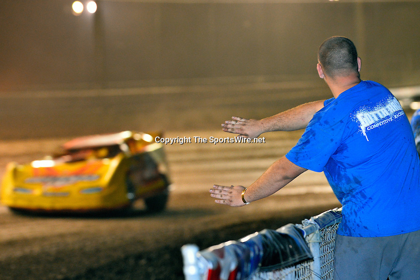 Feb 20, 2014; 9:26:40 PM;  Barberville, FL, USA;  World of Outlaws Late Model Series for 43rd Annual DIRTcar Nationals presented by Summit Racing Equipment at Volusia Speedway Park.  Mandatory Credit: (thesportswire.net)
