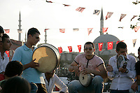 Traditional Turkish music in the street at Eminonu, Istanbul, Turkey