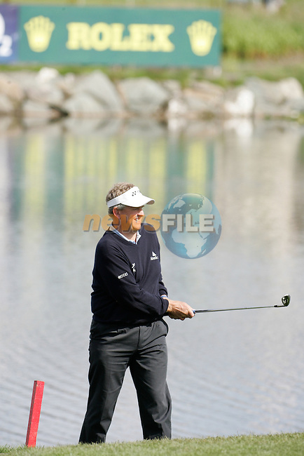 Day 4 of the Smurfit Kappa European Open in the K Club in Straffin Co Kildare Ireland. 8/7/07.Colin Montgomerie playes his second shot from the edge of  the 18th green during the final round of the Smurfit Kappa European Open...Photo: Newsfile/Fran Caffrey.