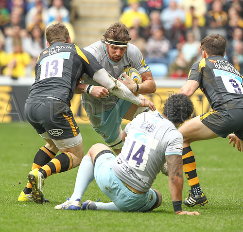 03.04.2016. Ricoh Arena, Coventry, England. Rugby Aviva Premiership. Wasps versus Northampton Saints.   Saints captain Tom Wood on the charge.