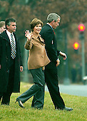 Washington, D.C. - December 22, 2006 -- First lady Laura Bush waves to photographers as she United States President George W. Bush and arrive aboard Marine 1 prior to their visit to the Walter Reed Army Medical Center in Washington, D.C. to visit wounded troops and to participate in a holiday service project on Friday, December 22, 2006.  The first family will celebrate Christmas at Camp David before returning to their ranch in Crawford, Texas for the New Year's holiday.<br /> Credit: Ron Sachs - Pool via CNP