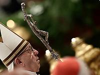 Papa Francesco arriva per celebrare la Messa del Crisma in occasione del Giovedi' Santo, nella Basilica di San Pietro, Citta' del Vaticano, 29 marzo 2018.<br /> Pope Francis arrives to lead the Chrism Mass for Holy Thursday, at the Vatican, on March 29, 2018.<br /> UPDATE IMAGES PRESS/Isabella Bonotto<br /> <br /> STRICTLY ONLY FOR EDITORIAL USE
