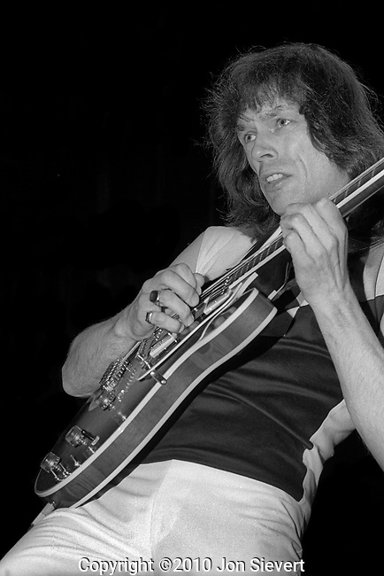 Steve Howe, May 21, 1982, 59-7-22A. English guitarist best known for his work with the progressive rock group Yes after replacing Peter Banks in 1970. He has also been a member of The Syndicats, Bodast, Tomorrow, Asia and GTR, as well as having released 17 solo albums as of September 2009