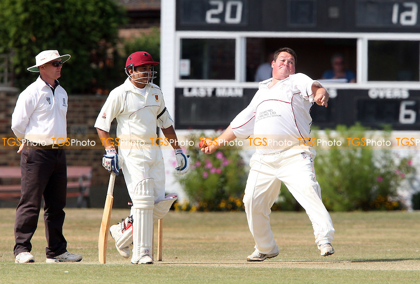 Mark Whitlock of Hornchurch in bowling aciton - Wickford Cricket Club vs Hornchurch Cricket Club at Wickford - 05/09/09 - MANDATORY CREDIT: Rob Newell/TGSPHOTO - Self billing applies where appropriate - 0845 094 6026 - contact@tgsphoto.co.uk - NO UNPAID USE.