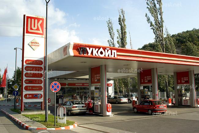 BULGARIEN, 09.2009.Sliven.Tankstelle des russischen Oelkonzerns LUKOIL..Filling station of Russian oil company LUKOIL..© Martin Fejer/EST&OST