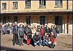 Gli ex operai della Manifattura Tabacchi nel cortile della fabbrica. Marzo 2013