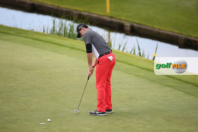 Rory McIlroy (NIR) three putting on the last during Round Two of the 2015 BMW PGA Championship over the West Course at Wentworth, Virginia Water, London. 22/05/2015Picture David Lloyd, www.golffile.ie.