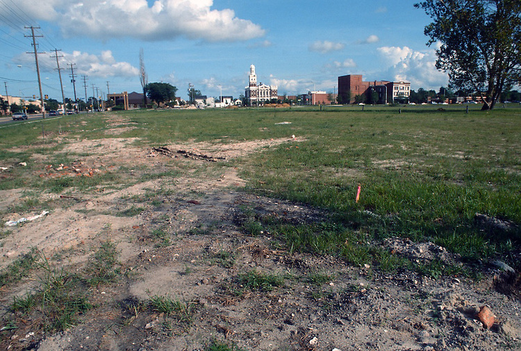 1992 September ..Redevelopment.Huntersville 2..Attucks Square West.Corner of Princess Anne Road & Smith Street.Looking East toward Church Street...NEG#.NRHA#..REDEV:HuntII-1 6:2