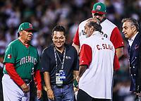 Fernando Valenzuela (i), Carlos Slim (d) y Horacio Llamas lanzan la primera bola, durante el partido de Italia vs Mexico del torneo Cl&aacute;sico Mundial de Beisbol 2017 en el Estadio de Charros de Jalisco. Guadalajara, Jalisco, Mexico a 9 Marzo 2017 <br /> Photo: NortePhoto.com/Luis Gutierrez)